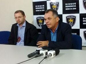 delegados Alexandro Gomes e Odilon Teodósio foram afastados (Foto: Felipe Gibson/G1)
