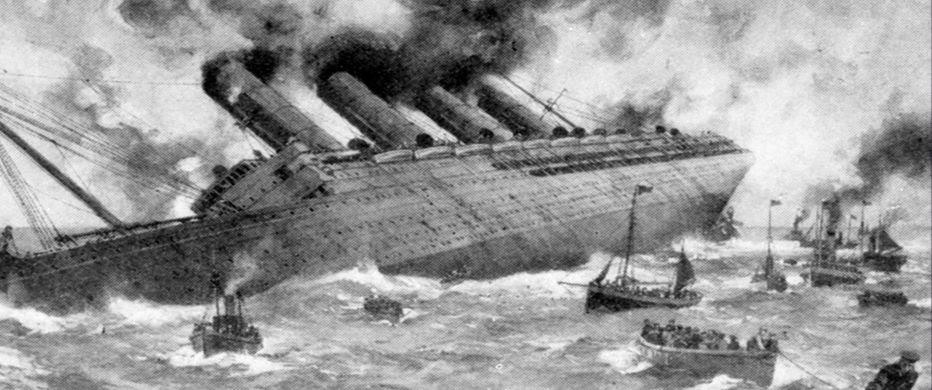 """El """"Lusitania"""" se hunde, luego de ser  alcanzado por un torpedo."""