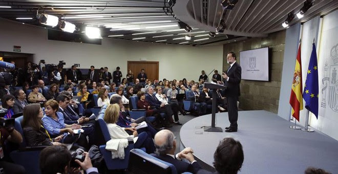 Rajoy comparece para explicar la aplicación del Artículo 155 de la Constitución, tras el Consejo de Ministros extraordinario celebrado hoy. EFE/Juan Carlos Hidalgo