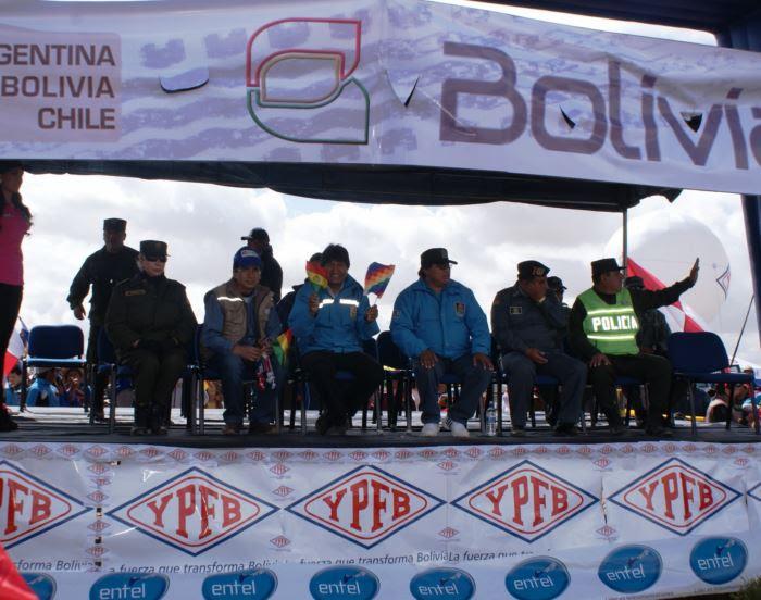Emotivo recibimiento a competidores del Dakar en Villazón