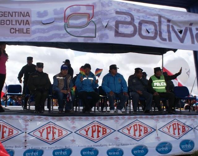 Emotivo recibimiento en Villazón a los pilotos del Dakar