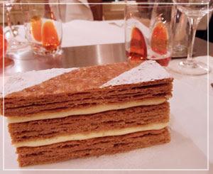 青山「ビストロブノワ」にて、定番デザートのミルフィーユ。でかっ!!!!