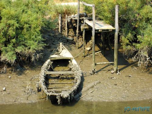 Armazéns de Lavos - Doca e barco degradado [en] Warehouses of Lavos - boat dock and degraded