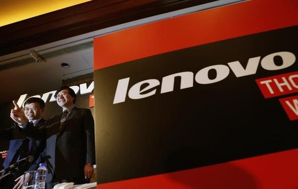 Lenovo Chairman and Chief Executive Officer Yang Yuanqing (R) gestures beside Chief Financial Officer Wong Wai-ming during a news conference announcing the company's annual results in Hong Kong May 21, 2014. China's Lenovo Group Ltd, the world's fourth-biggest smartphone vendor, saw net profit grow 29 percent for the business year ended March, as strong smartphone sales helped shore up weak growth in China. EUTERS/Bobby Yip