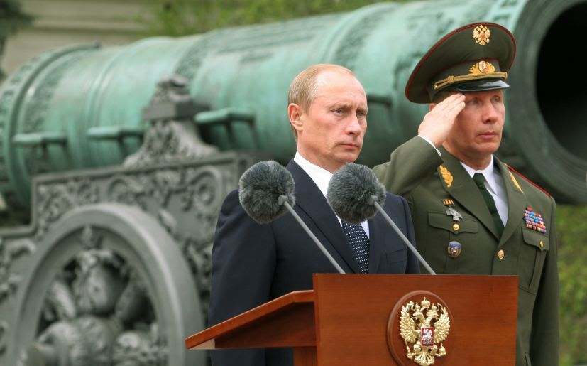 Vladimir Putin en una ceremonia militar. (Foto: Getty Images)
