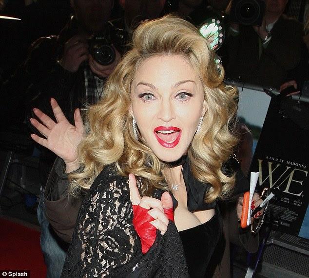 Prontos para o seu close-up?  Madonna não tem uma linha frown única como ela exclamou para a câmera