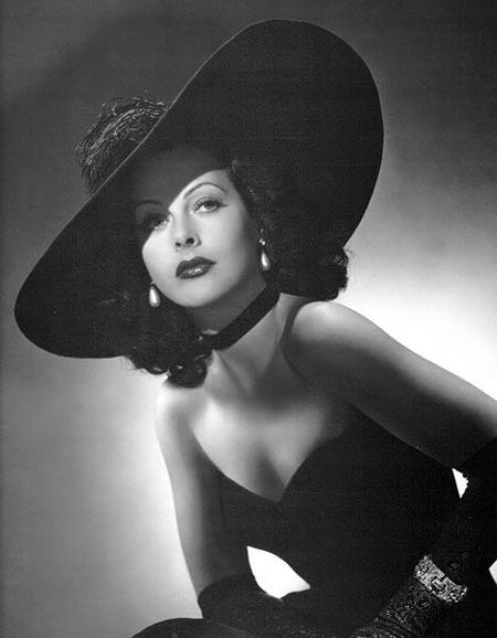 Hedy Lamarr - người phát minh ra kỹ thuật trải phổ
