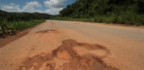 Trecho da PE-89, Zona da Mata, receberá uma verba de R$ 500 milhões ao longo de 2013  / Foto: Alexandre Gondim/JC Imagem