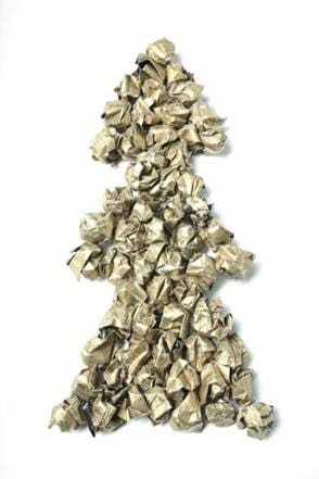 Juli Foos »One Man's Trash, is Another Man's Christmas Tree«