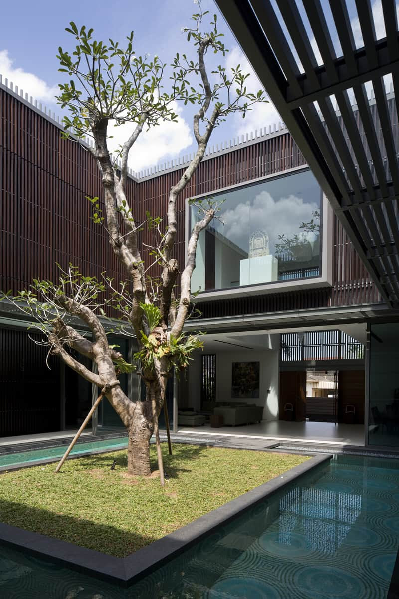 Modern Architecture Centennial Tree House in Singapore