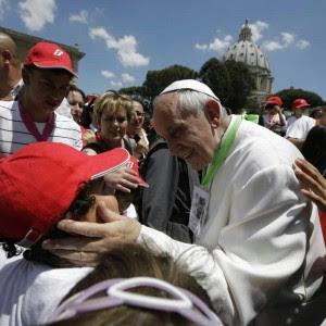 """""""Vengo in strada anche io per fare la carità ai poveri"""", il mistero del Papa elemosiniere"""