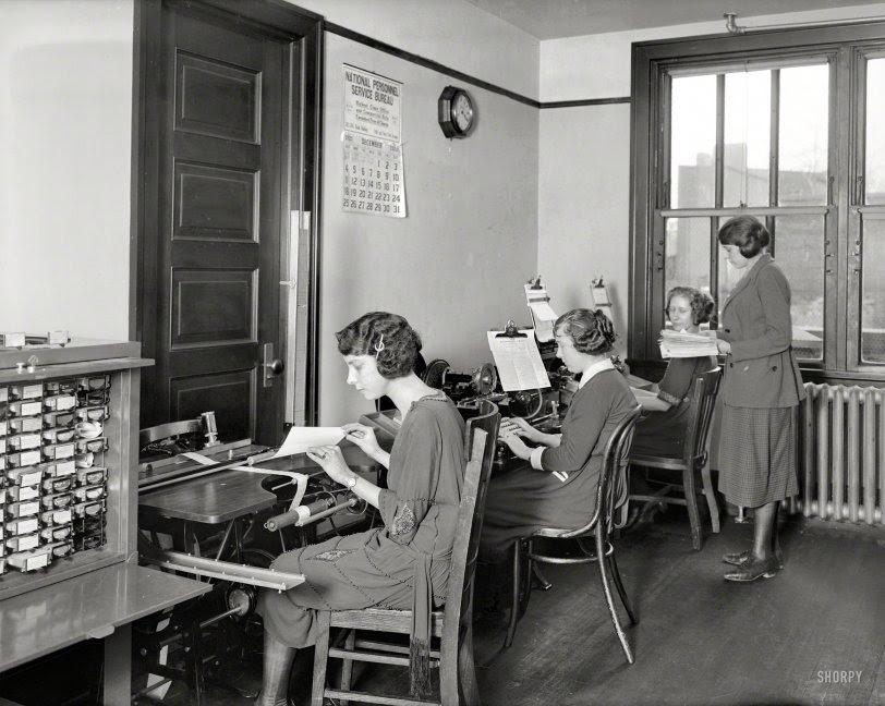 Office Girls: 1921