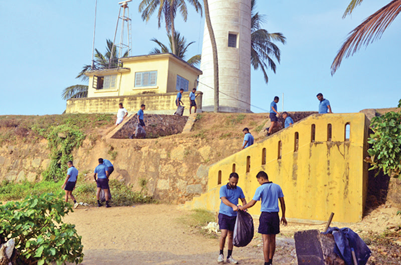 Navy tidies up Galle Fort