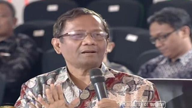 Mahfud MD Menghampiri Fadli Zon Usai Debat ILC, Menyampaikan Perdebatan Negara Federal & Kesatuan