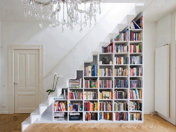 espacio debajo de escaleras
