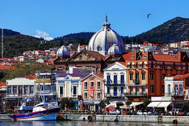 Μυτιλήνη: Υποδοχή σε όλα τα χρώματα στο λιμάνι