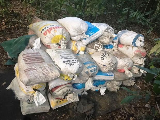 Farelo de soja seria usado para alimentar cavalos em São Vicente, SP (Foto: Divulgação/Polícia Civil)