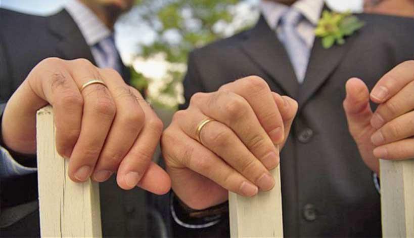 Με λένε Lewis και μεγάλωσα με γκέι γονείς – Έχω λόγους να λέω ΟΧΙ στον «γάμο» των ομοφυλόφιλων
