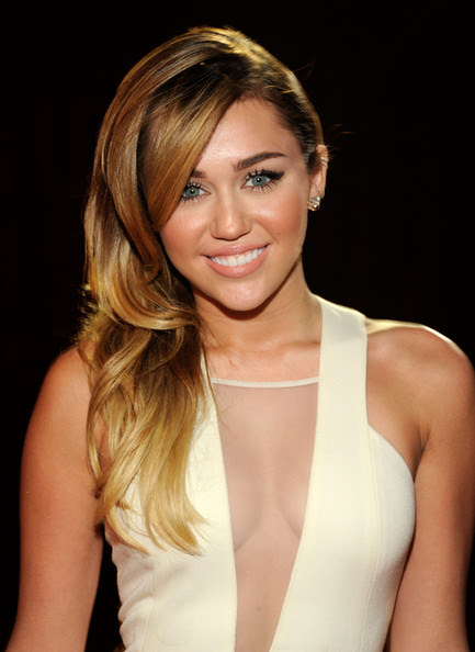 Miley Cyrus - 2012 People's Choice Awards - Red Carpet