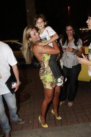 Fabiana com o filho Igor em hotel no Rio (Foto: Jeferson Ribeiro/ Ag. News)