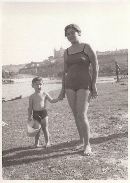 Día de playa en el Tajo en Toledo hacia 1965 © Familia Del Cerro Corrales