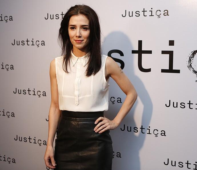 Marjorie Estiano apostou no básico no evento de 'Justiça': look preto e branco (Foto: Ellen Soares / Gshow)