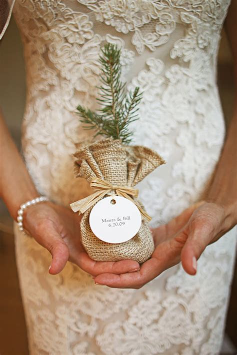 How To Give The Perfect Rustic Wedding Favours   CHWV