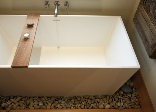 Apartmentf15 Bathtubs With River Rocks