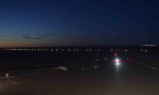 Tras los hechos vandálicos, el aeropuerto de Roca volvió a operar de noche