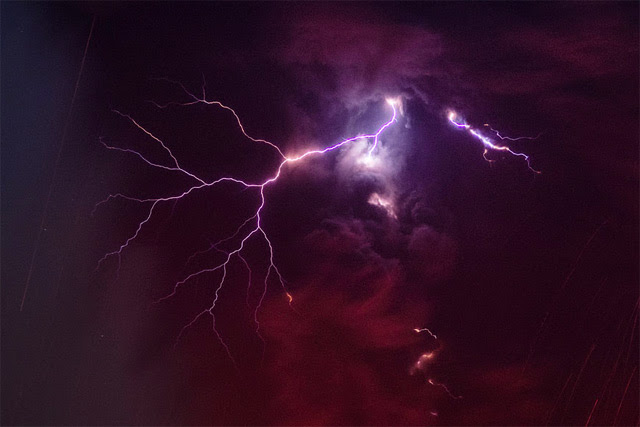 Terrifying Volcanic Lightning Photographed by Martin Rietze volcanoes lightning Japan