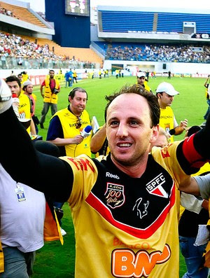 Rogério Ceni entra para a história do futebol (Foto: Marcos Ribolli / GLOBOESPORTE.COM)