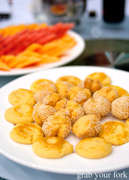 Chinese Fruit Filled Sponge Cake Recipe
