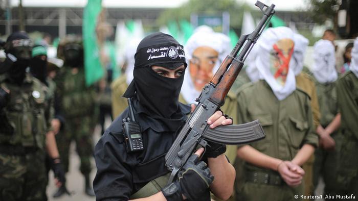 Hamas-Mitglieder bei einer Parade in Gaza (foto: reuters)