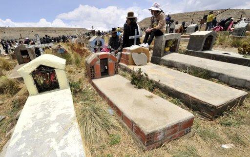 estuprador enterrado vivo bolívia