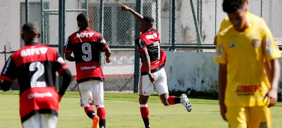 Fla avança após vitória sobre o Madureira (Foto: Gilvan de Souza)
