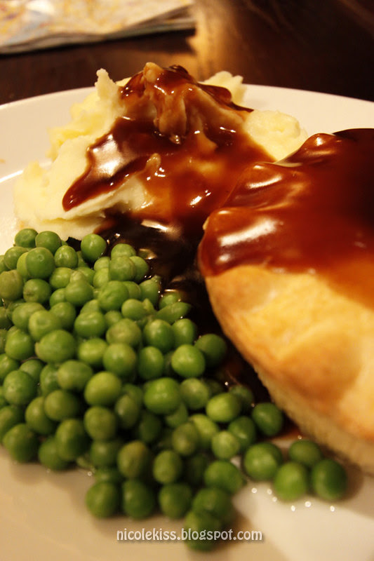Nicolekiss Food and Diet: English Steak Pie with Mash and Peas