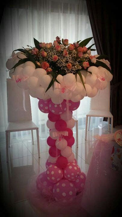 Balloons and flowers column, centerpiece. Wedding, Mother