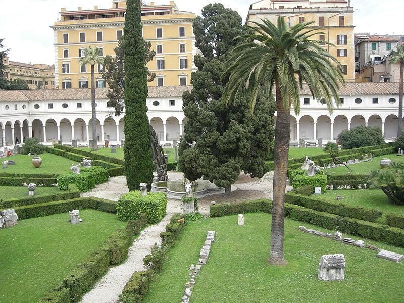 Fil: Terme di Diocleziano, cortile 02.jpg