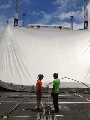 Tenda antes de ser erguida (Foto: Thais Kaniak / G1 PR)