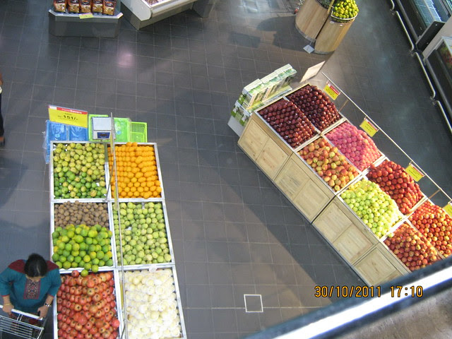 Lot of space and fresh fruits in Hyper City at Kumar Pacific Mall, 7 Loves Chowk, Shankar Sheth Road, Pune 411 037