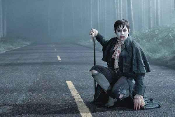 Em Sombras da noite, Depp é um jovem rico transformado em vampiro. Foto: WARNER BROS. / Divulgação (Foto: WARNER BROS. / Divulgação)