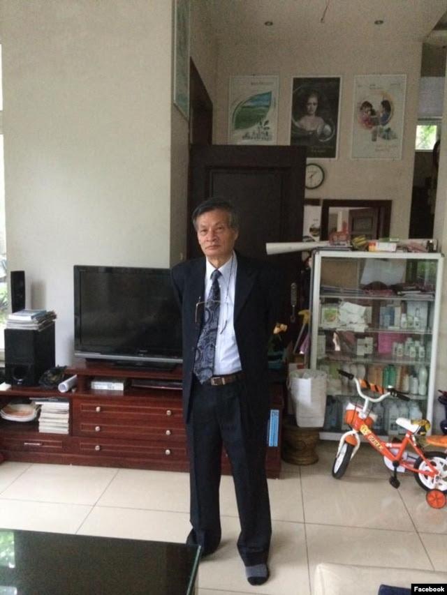 Tiến sĩ Nguyễn Quang A chuẩn bị đi gặp Tổng thống Obama. Ông post trên trang Facbook của mình: Có thể bị chặn, bị bắt. Báo trước để bà con được rõ. Khổ các bạn an ninh thức thâu đêm (23 giờ hôm qua cả chục cậu ngồi bên nhà đối diện).