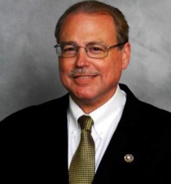 Gary Ernst, já morto, foi 'reeleito'