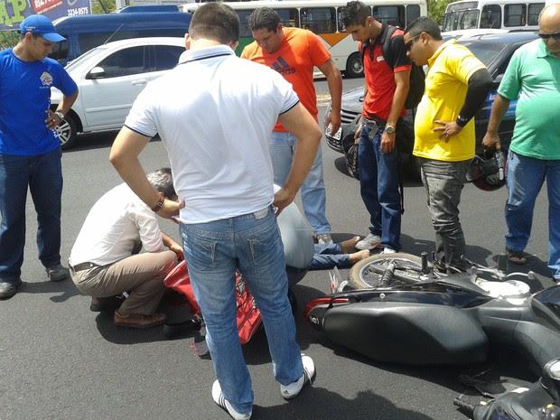 Acidente aconteceu na BR-101 no início da tarde desta segunda-feira (27) (Foto: Ferreira Neto/G1)