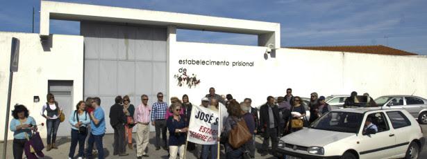 Hino de apoio a Sócrates entoado em tarde de Primavera em Évora