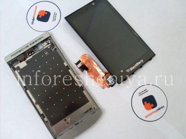 Разборка BlackBerry P'9982 Porsche Design: Here is what we get: the screen (LCD with touchscreen, they cannto be separated), and the bezel. / Вот, что получилось: экран (сам экран и тач-скрин, они неотделимы), и ободок.