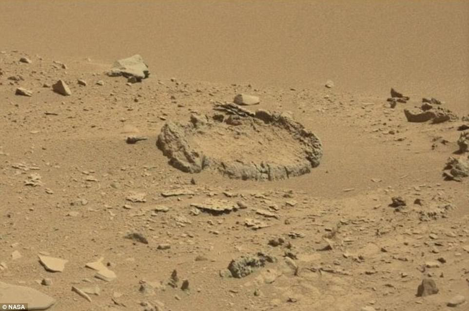 Risultati immagini per Mysterious rock 'circle' is spotted on Mars