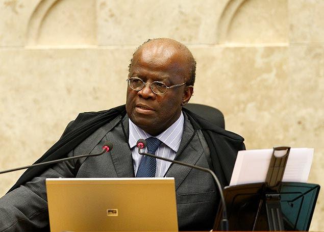 O ministro Joaquim Barbosa vota pela condenação por formação de quadrilha dos réus do mensalão
