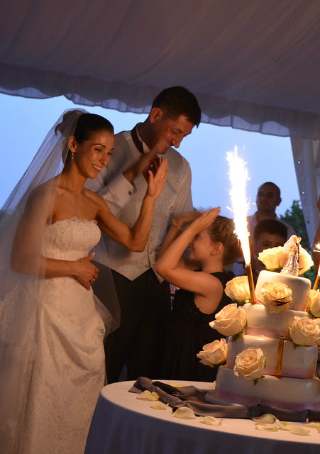 timandnatalia_wedding_france_reception_cake_sparklers