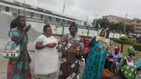 Juju Priestesses Storm Edo Assembly, Curse Those 'Oppressing Obaseki' (PHOTOS)